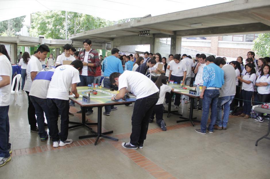 Unos 35 centros educativos participaron en el evento educativo en la Universidad del Valle.(Foto: Fredy Hernández/Soy502)