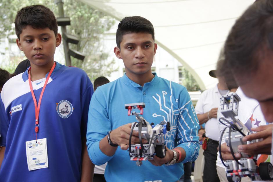 Estudiantes guatemaltecos y salvadoreños compartieron sus conocimientos durante la competencia.(Foto: Fredy Hernández/Soy502)
