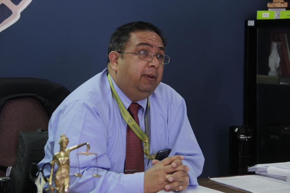 César Sazo es el encargado de realizar este acto. (Foto: Fredy Hernández/Soy502)
