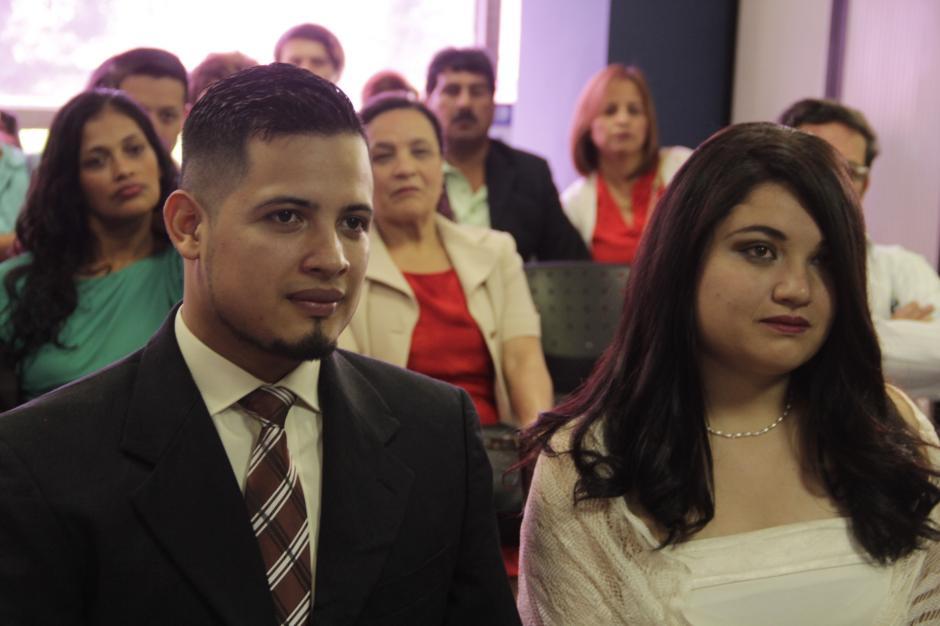 El licenciado Sazo aconseja a las parejas jóvenes por la decisión que van a tomar. (Foto: Fredy Hernández/Soy502)