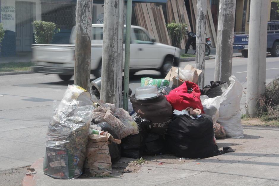 Los desperdicios se observaban en muchas esquinas de calles y avenidas de la capital. (Foto: Fredy Hernández/Soy502)