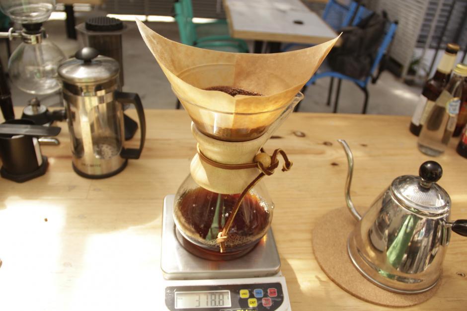 La Chemex es uno de los utensilios que utilizan para la elaboración de café. (Foto: Fredy Hernández/Soy502)