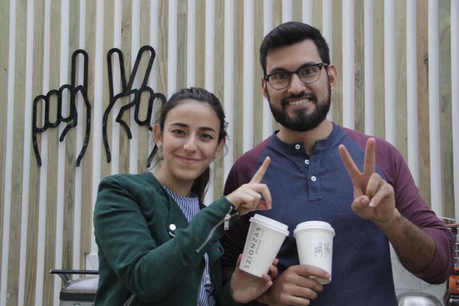 Atenea Kaire y David Solano son los creadores de 12 Onzas. (Foto: Fredy Hernández/Soy502)