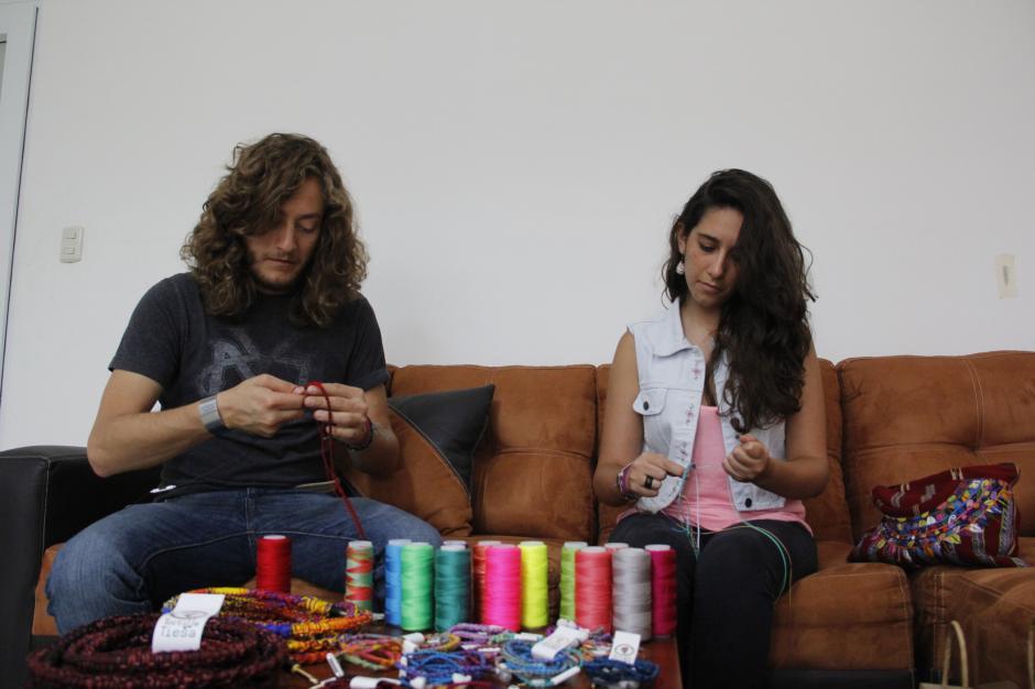 Juan Diego y Sara han adquirido muchos pedidos gracias a sus estilos innovadores.(Foto: Fredy Hernández/Soy502)