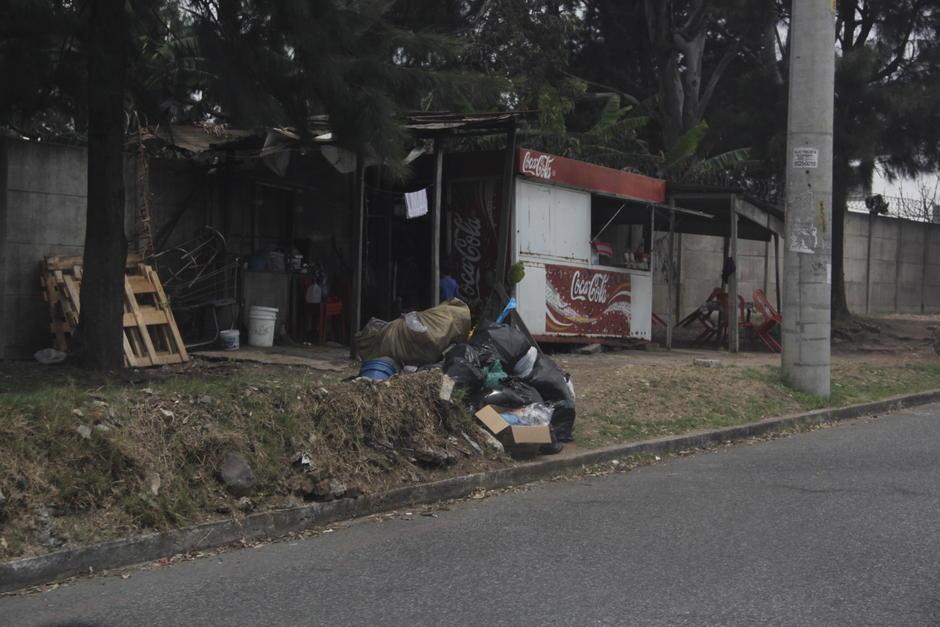 Muchas personas decidieron sacar la basura a las afueras de sus hogares a la espera el camión recolector. (Foto: Fredy Hernández/Soy502)