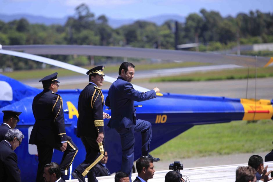 El presidente Morales bromeó cuando subió a la tarima presidencial. (Foto: Soy502)