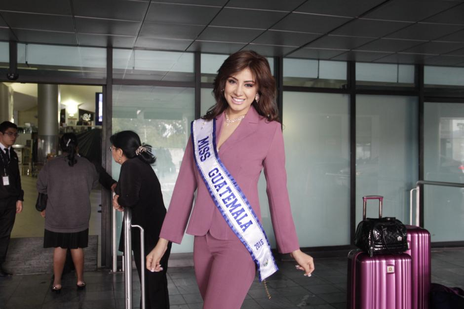 Jeimmy Aburto, Miss Guatemala Universo 2015, lleva sus maletas llenas de ilusiones para representar con orgullo al país en Ecuador. (Foto: Fredy Hernández/Soy502)