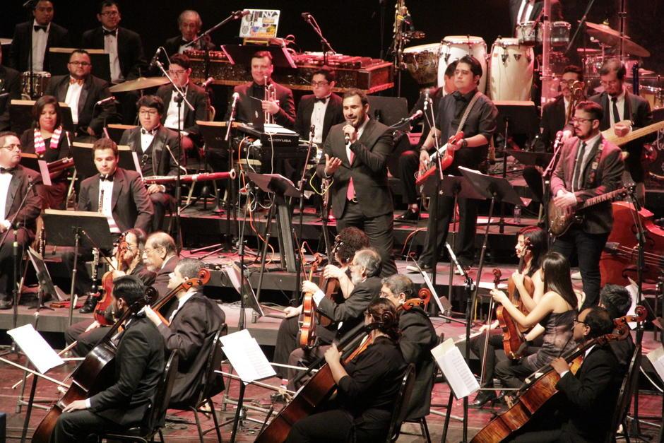 Malacates Trébol Shop enamoró a su público con su música y los arreglos especiales de la Orquesta Sinfónica Nacional. (Foto: Fredy Hernández/Soy502)