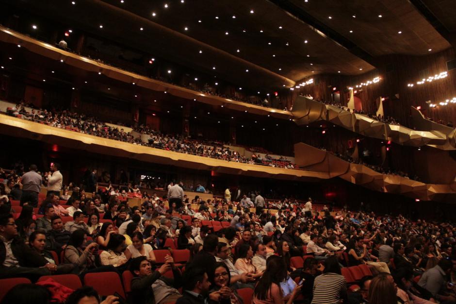 El público abarrotó las instalaciones del Teatro Nacional. (Foto: Fredy Hernández/Soy502)