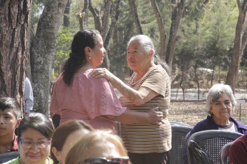 Algunos de los asistentes se animaron a bailar con la música. (Foto: Fredy Hernández/Soy502)