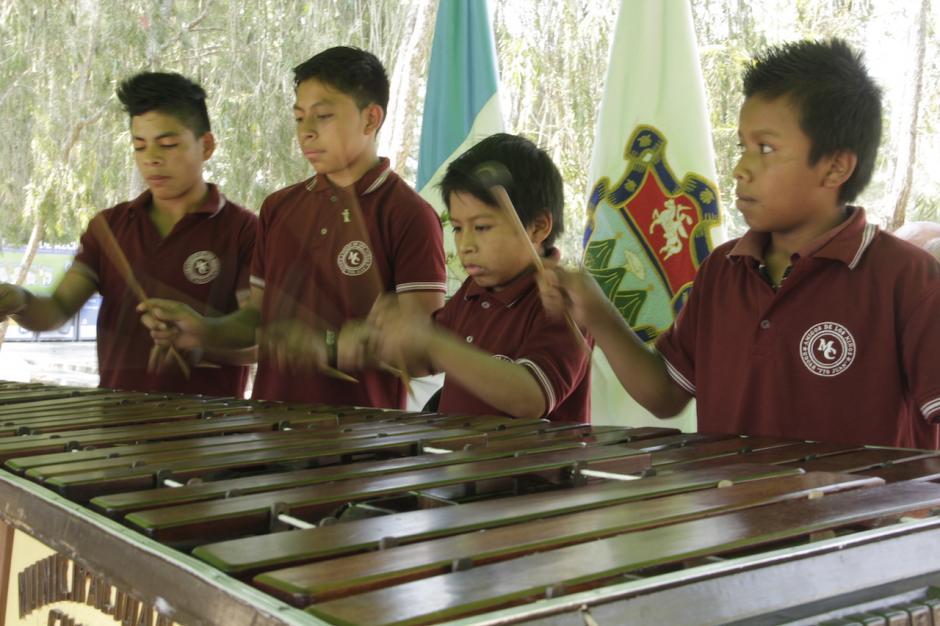 Niños del hogar Tío Juan deleitaron con su interpretación a la concurrencia. (Foto: Fredy Hernández/Soy502)