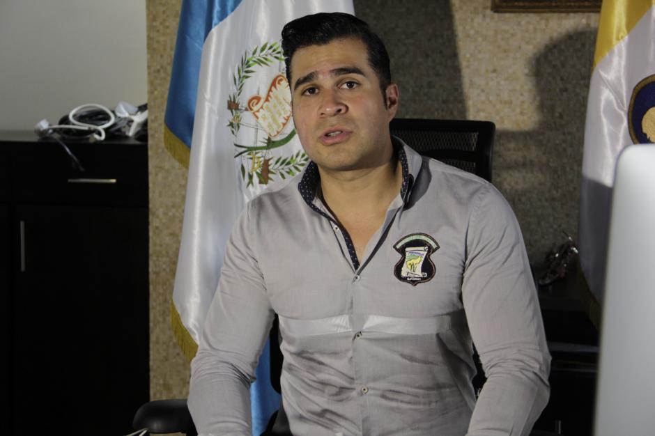 El alcalde Neto Bran dijo que hay varias empresas que exigen el pago de deudas adquiridas en las administraciones anteriores. (Foto: Fredy Hernández/Soy502)