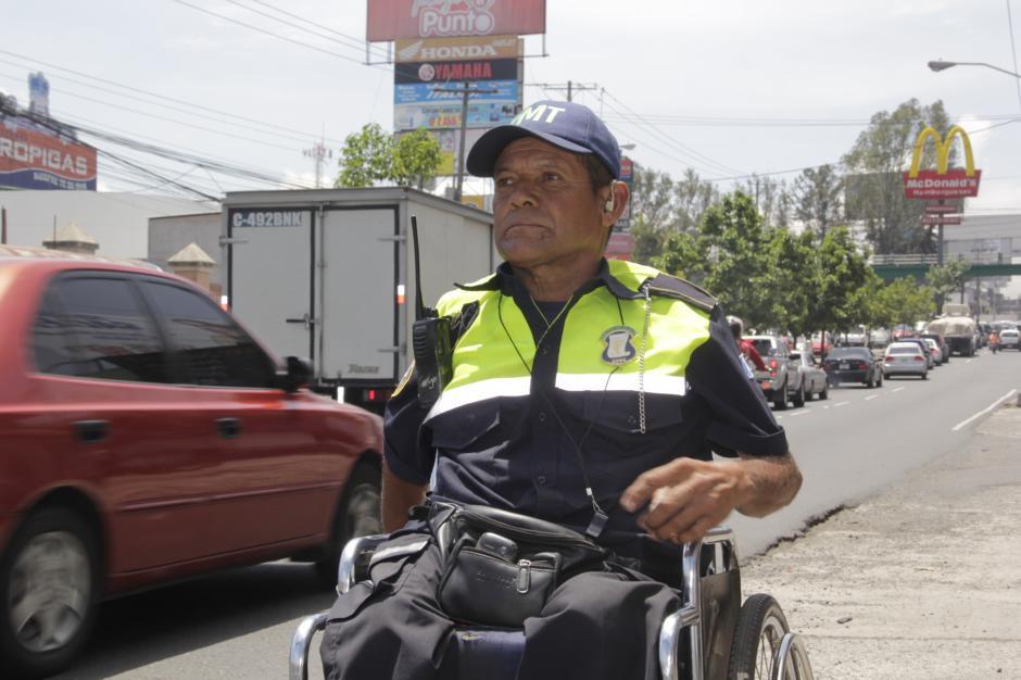 Su pasión y su entrega lo distinguen en el tránsito en las principales calles de Mixco. (Foto: Fredy Hernández/Soy502)