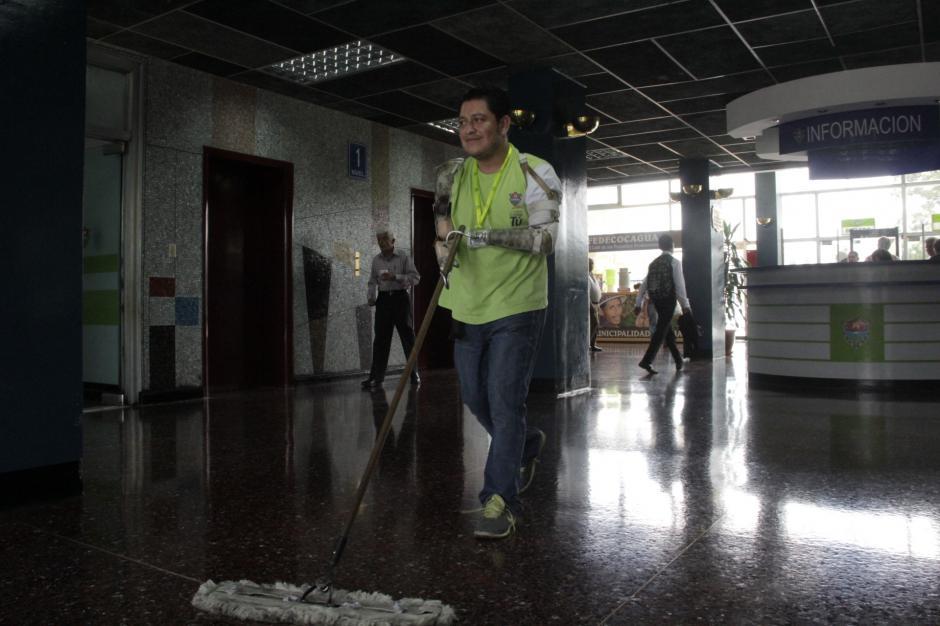 Una amiga que tiene contactos con la esposa del alcalde, hizo que Héctor pudiera encontrar trabajo en la municipalidad. (Foto: Fredy Hernández/Soy502)
