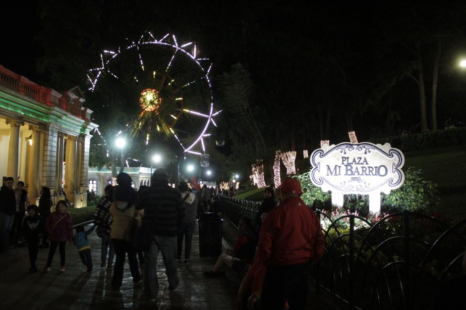 Cada rincón del parque se encuentra iluminado para la ocasión. (Foto: Fredy Hernández/Soy502)