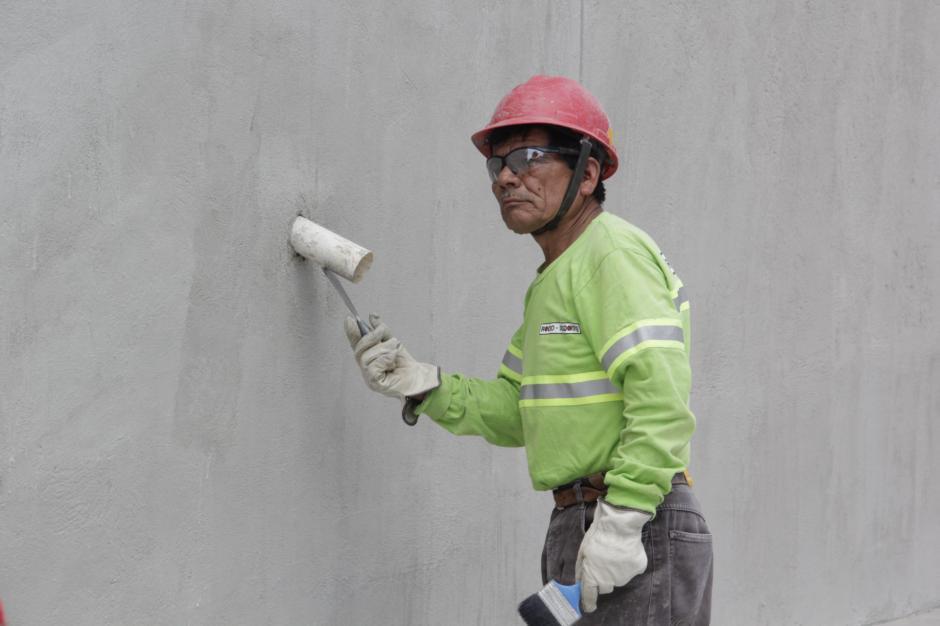 Entre los últimos detalles que se concluyen están las tuberías que sirven para evitar la humedad en los muros. (Foto: Fredy Hernández/Soy502)