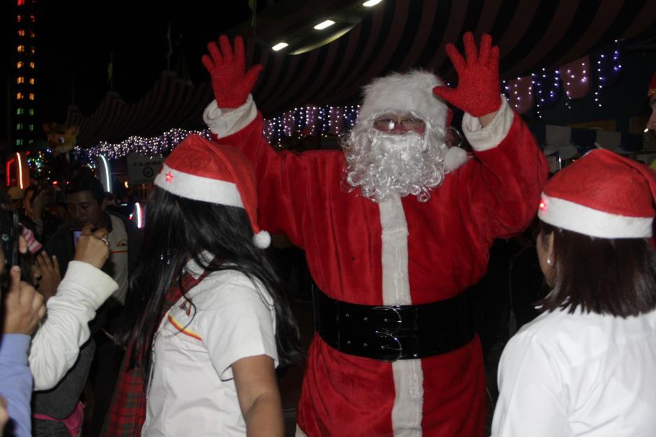 Santa Claus fue el personaje más buscado por los niños. (Foto: Fredy Hernández/Soy502)