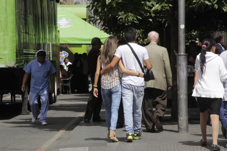 No importa si las mujeres van acompañadas, los acosadores siempre las molestan. (Foto: Fredy Hernández/Soy502)
