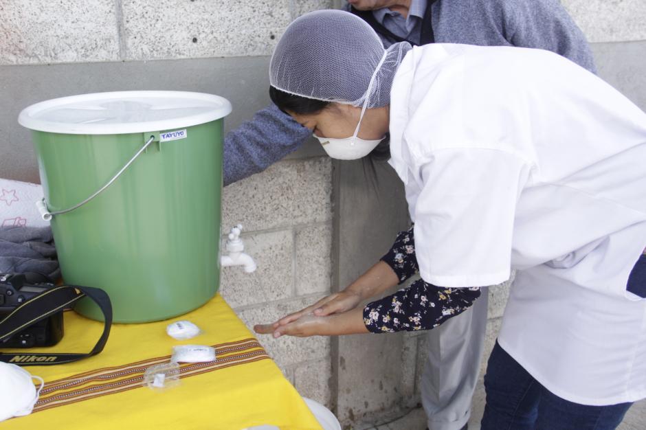 Para ingresar a este sitio, los encargados realizan un estricto control de limpieza. (Foto: Fredy Hernández/Soy502)