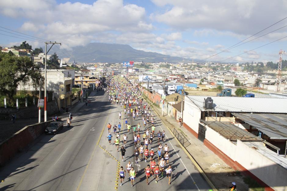 Quetzaltenango se vistió de gala para recibir a miles de corredores durante la 21k de Xela 2015. (Foto: Gustavo Rodas/Nuestro Diario)