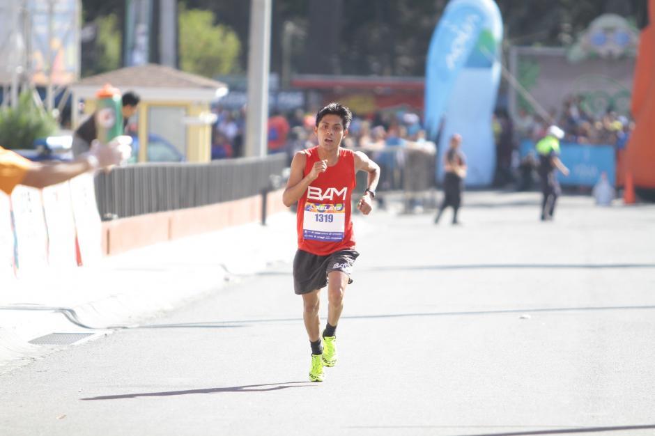 El sololateco William Julajú fue el mejor corredor nacional de la 21K de Xela y estuvo a muy poco de ser el ganador. (Foto: Gustavo Rodas/Nuestro Diario)