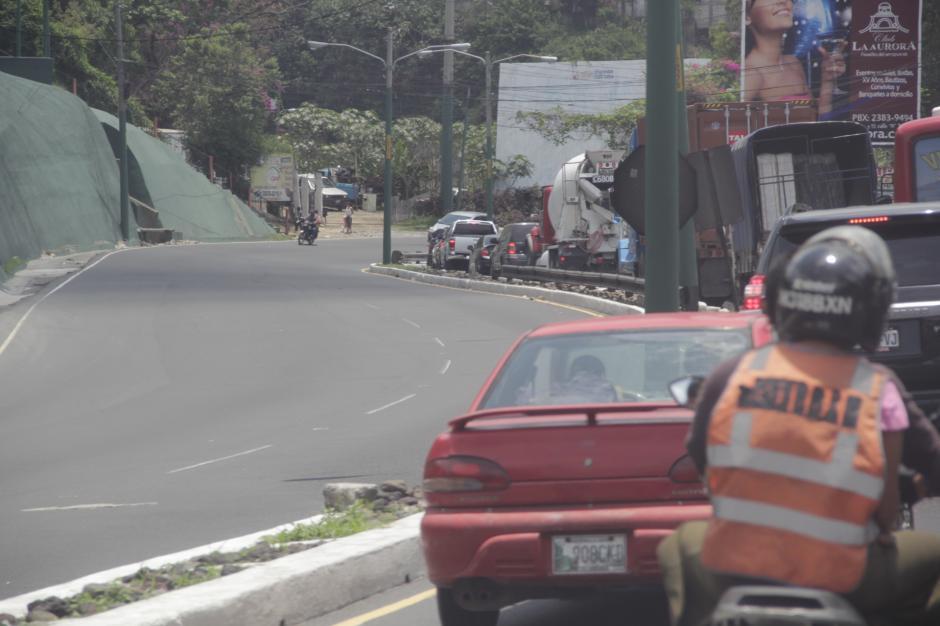 El ingreso por Occidente hacia la capital genera largas filas que llegan hasta San Lucas. (Foto: Fredy Hernández/Soy502)