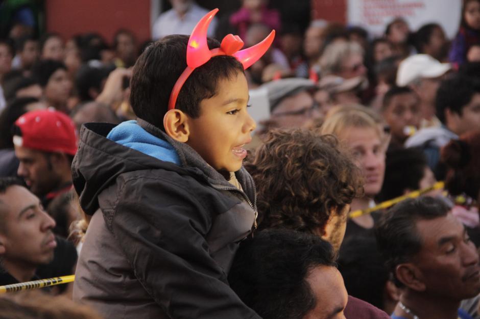 Las diademas de diablo forman parte de los accesorios decorativos. (Foto: Fredy Hernández/Soy502)