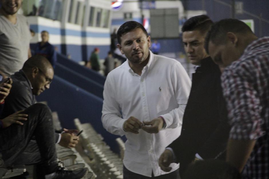 Rolando Fonseca y Juan Carlos asistieron al clásico 297. (Foto: Fredy Hernández/Soy502)