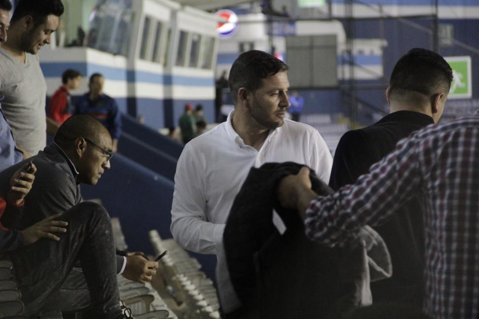 Al final del encuentro, ambos compartieron opiniones sobre el juego. (Foto: Fredy Hernández/Soy502)