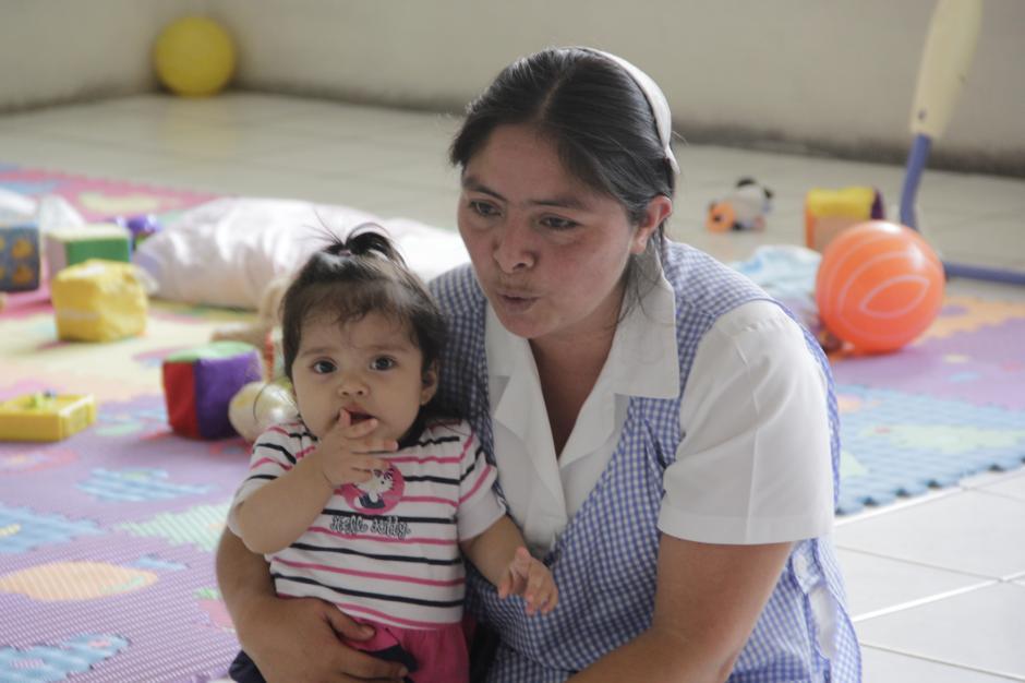 Con rondas y cuentos los pequeños comparten la mayor parte del tiempo en la guardería. Los juegos también forman parte de sus actividades.(Foto: Fredy Hernández/Soy502)