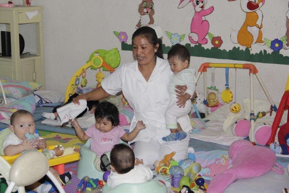 El cuidado de los más pequeños exige mayor preparación de las niñeras.(Foto: Fredy Hernández/Soy502)