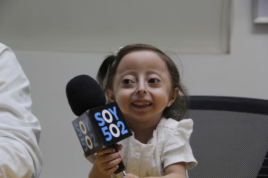 La pequeña Mía tiene 5 años de edad y tiene una enfermedad que no ha podido ser diagnósticada. (Foto: Fredy Hernández/Soy502)