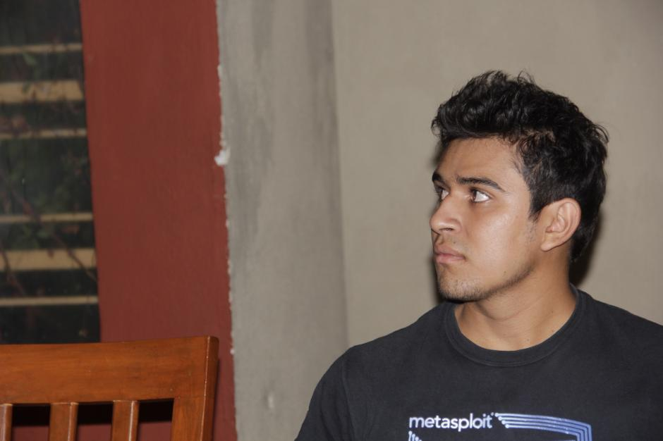 El muchacho tiene 21 años, pero es un apasionado de los sistemas. (Foto: Fredy Hernández/Soy502)