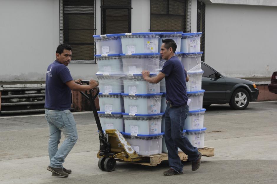 Los últimos insumos serán enviados el sábado por la noche a los centros más cercanos del distrito de Guatemala.(Foto: Fredy Hernández/Soy502)