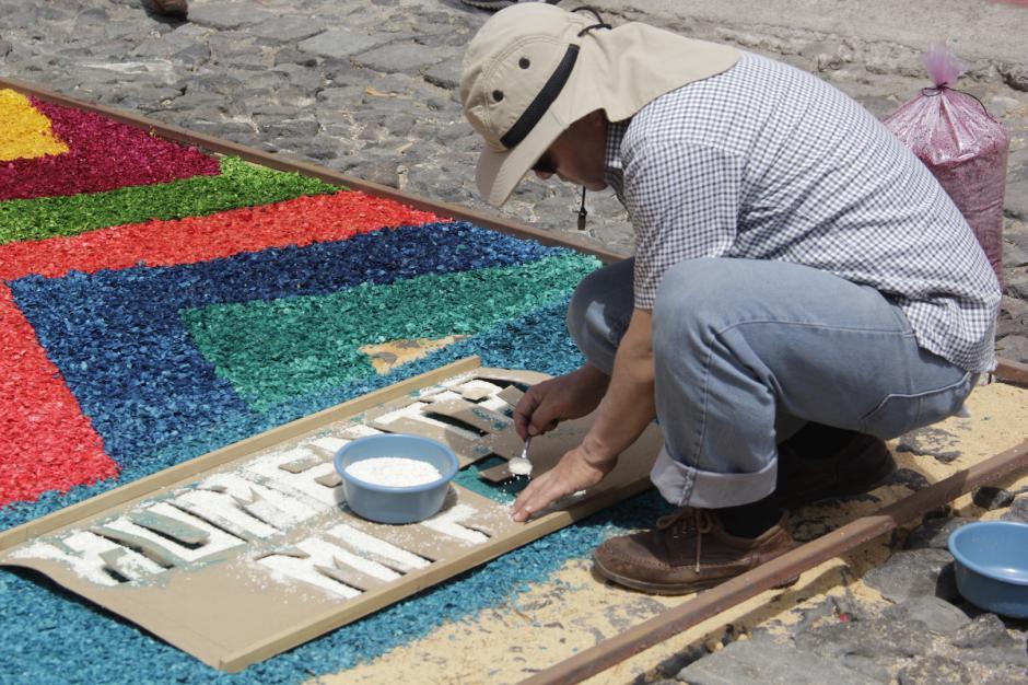 Las alfombras son una especie de reverencia para los católicos. (Foto: Fredy Hernández/Soy502)