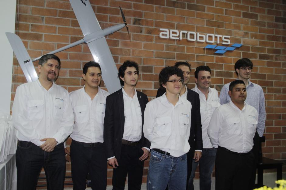El equipo de Aerobots está integrado por guatemaltecos emprendedores. (Foto: Fredy Hernández/Soy502)