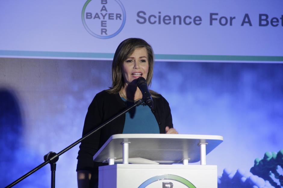 La periodista Glenda Umaña de Costa Rica participó durante la ceremonia de premiación. (Foto: Fredy Hernández/Soy502)