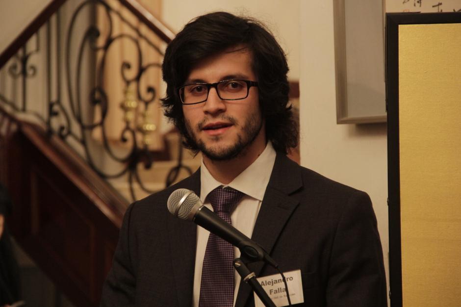 Alejandro Falla espera adquirir más conocimientos para sus investigaciones sobre historia. (Foto: Fredy Hernández/Soy502)