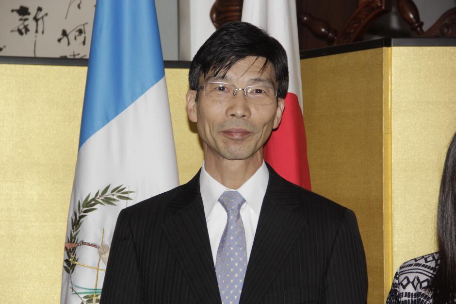 el embajador Tomohiko Furutani deseó éxitos a los becarios. (Foto: Fredy Hernández/Soy502)
