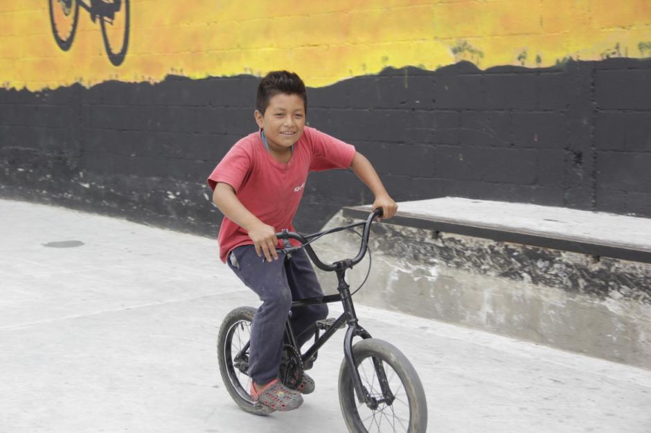 Los niños también llegan a este sitio para seguir los pasos de los mayores. (Foto: Fredy Hernández/Soy502)