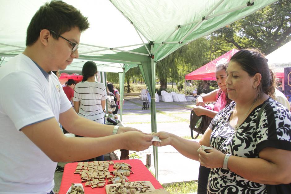 La feria del emprendimiento se realizó este viernes de nueve de la mañana a dos de la tarde. (Foto: Fredy Hernández/Soy502)