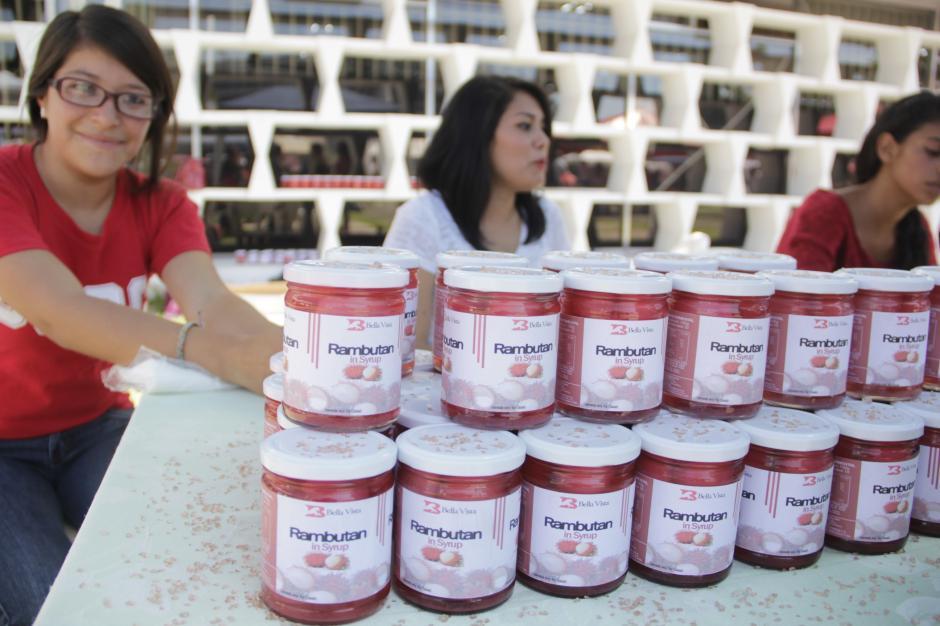 El rambután en almíbar quiere posicionarse en el mercado guatemalteco como una opción más como postre.  (Foto: Fredy Hernández/Soy502)