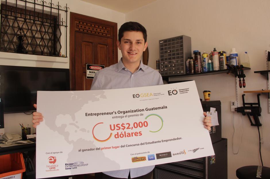 En la última edición de un programa de Estudiantes Emprendedores, Javier Rivera ganó un premio para viajar a una convención internacional donde aprendió de emprendedores de todo el mundo.(Foto: Fredy Hernández/Soy502)