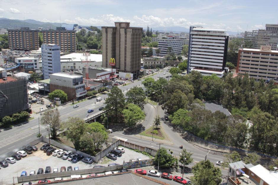 La vista desde la terraza del Campus Tec II muestra la grandeza de la zona 4. (Foto: Fredy Hernández/Soy502)