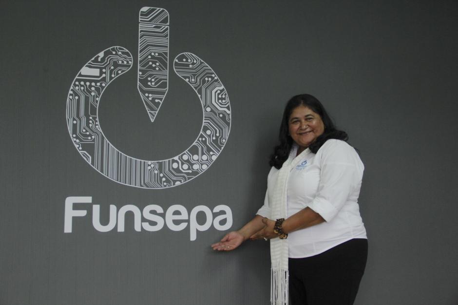 Mayra Hernández es pedagoga y ha logrado plasmar su experiencia en el proyecto de capacitación magisterial. (Foto: Fredy Hernández/Soy502)