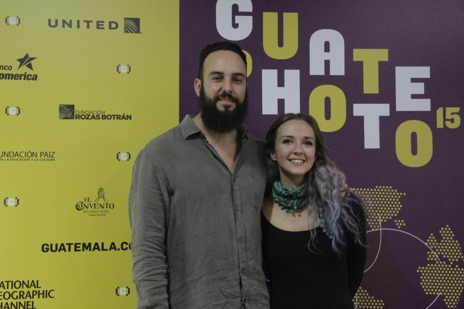Juan José Estrada y Clara de Tezanos son los fundadores de La Fototeca, un espacio creado para compartir con otros artistas de la fotografía. (Foto: Fredy Hernández/Soy502)