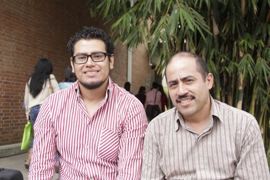 Hermes y Byron se volvieron a ver después de 12 años en un evento de capacitación para docentes. (Foto: Fredy Hernández/soy502)