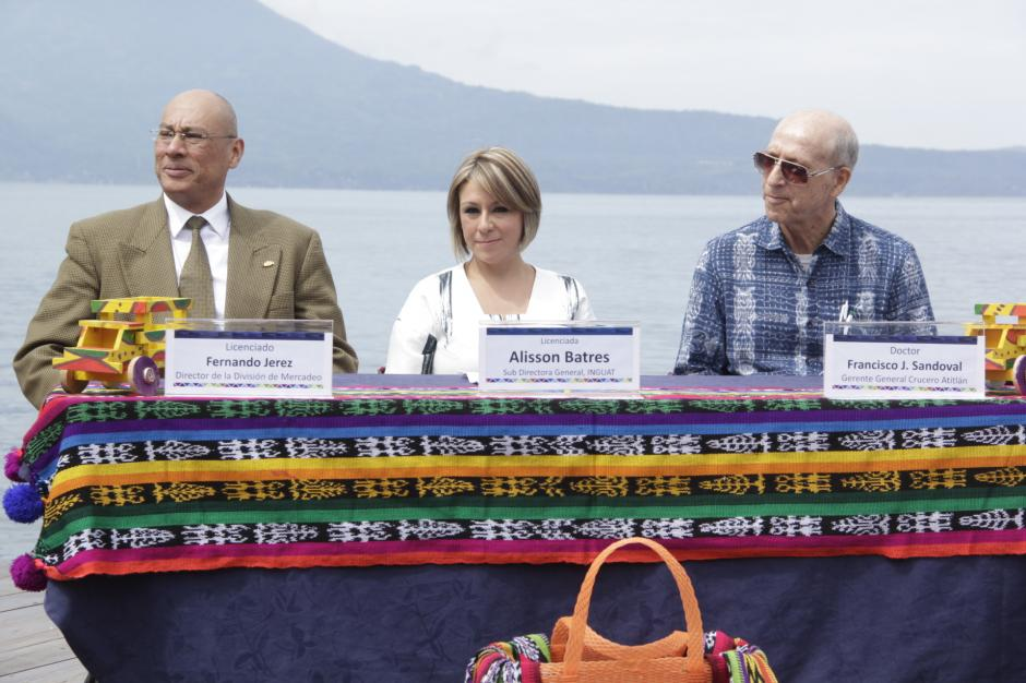 Representantes del Inguat y empresarios de Atitlán esperan que este proyecto atraiga más turistas. (Foto: Fredy Hernández/Soy502)