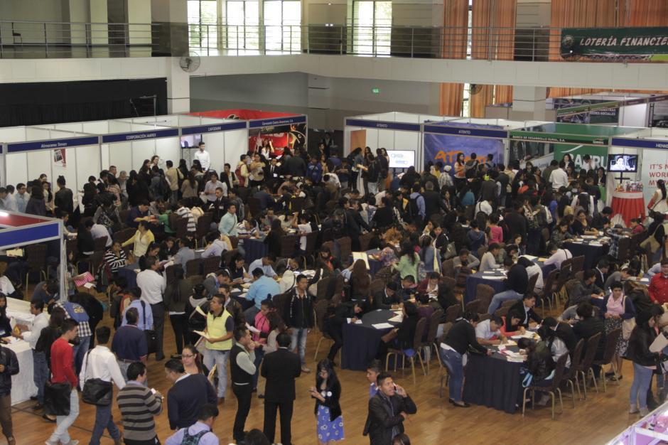 El Centro de Convenciones de Tikal Futura alberga a más de 30 empresas que buscan nuevos empleados. (Foto: Fredy Hernández/Soy502)