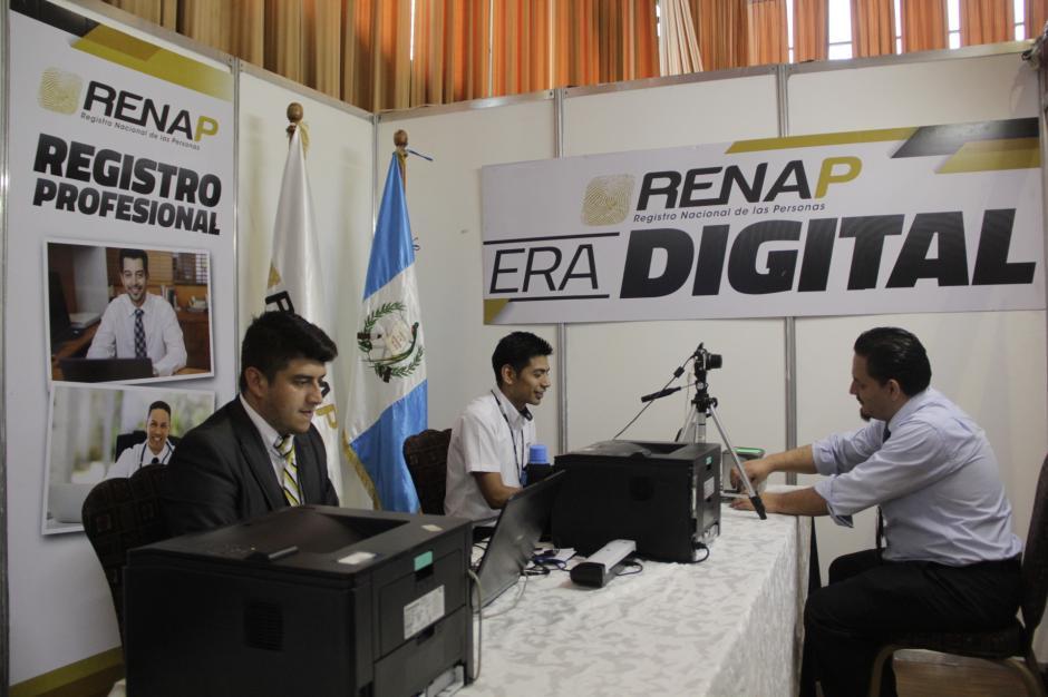 También hay una unidad móvil del Renap para solicitar una copia de tus documentos de identificación. (Foto: Fredy Hernández/Soy502)